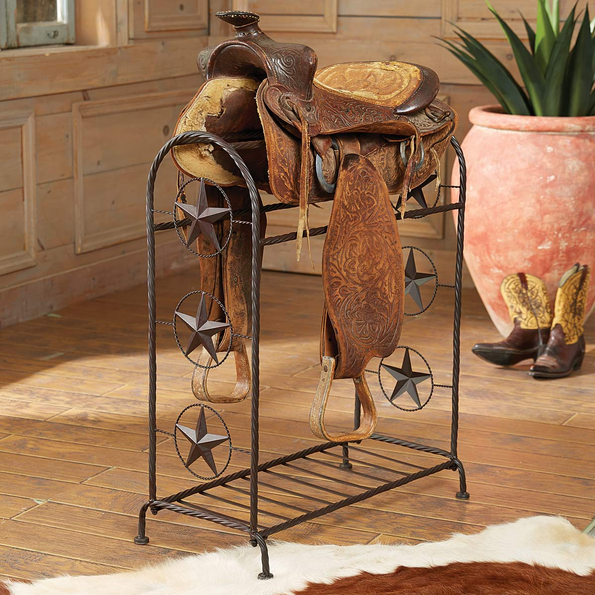 Black Forest Decor Lone star metal saddle stand