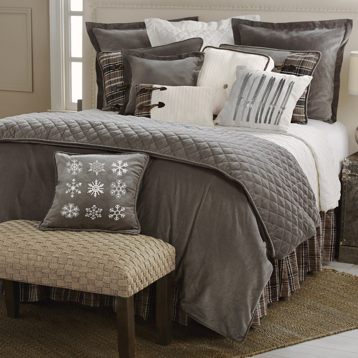Black Forest Decor Silver mountain bed set - queen