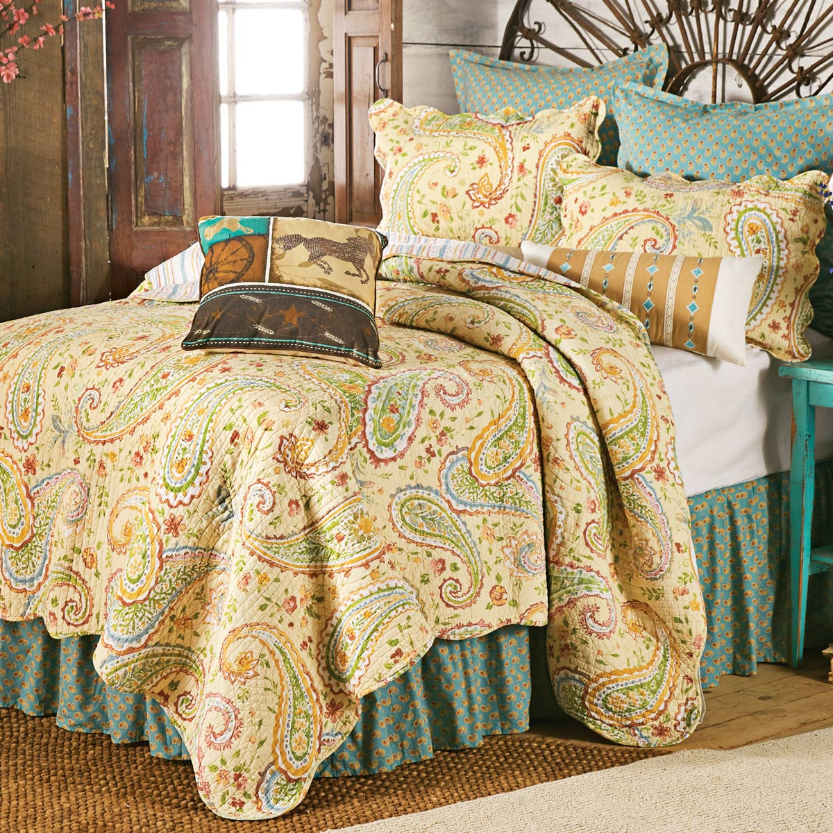 Black Forest Decor Wildflower paisley quilt - full/queen