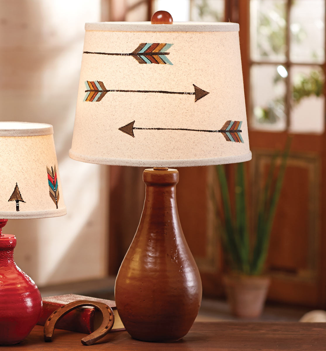 Lone Star Western Decor Spice jug with two arrows table lamp