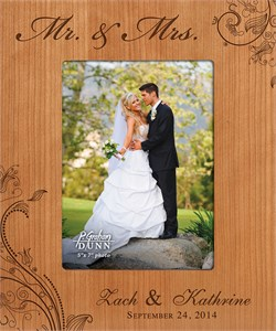 """Mr. & Mrs. Personalized 5"""" x 7"""" Picture Frame"""